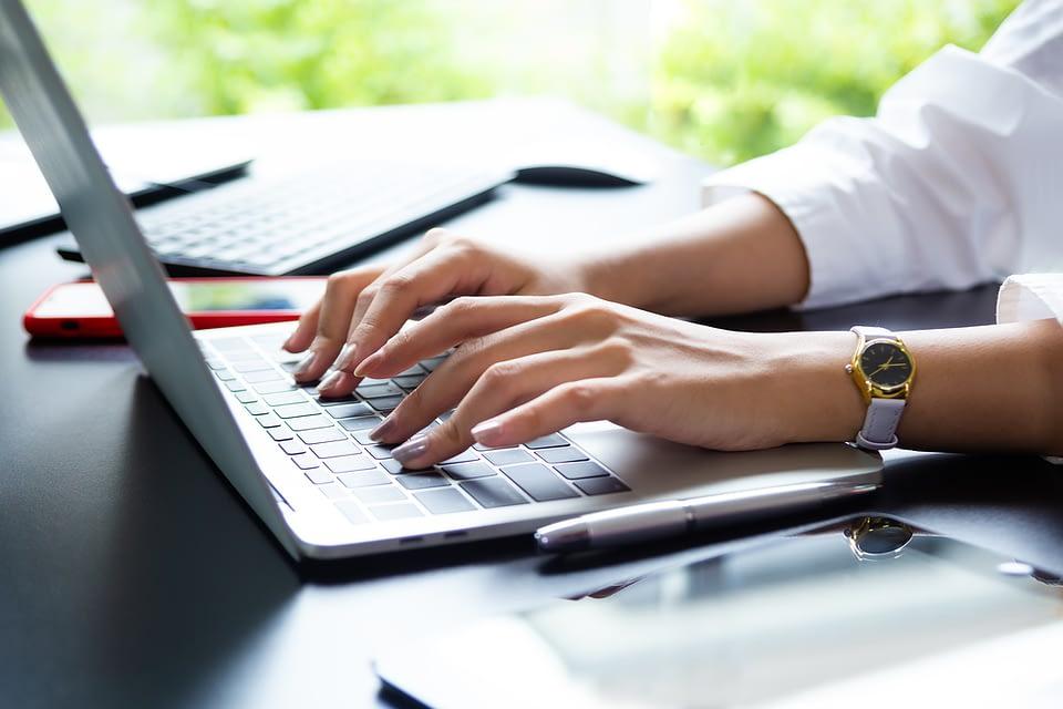Quer investir em um sistema CRM ou ERP mas está em dúvidas sobre qual a ferramenta ideal para seu negócio? Confira o nosso post e resolva isso agora mesmo.