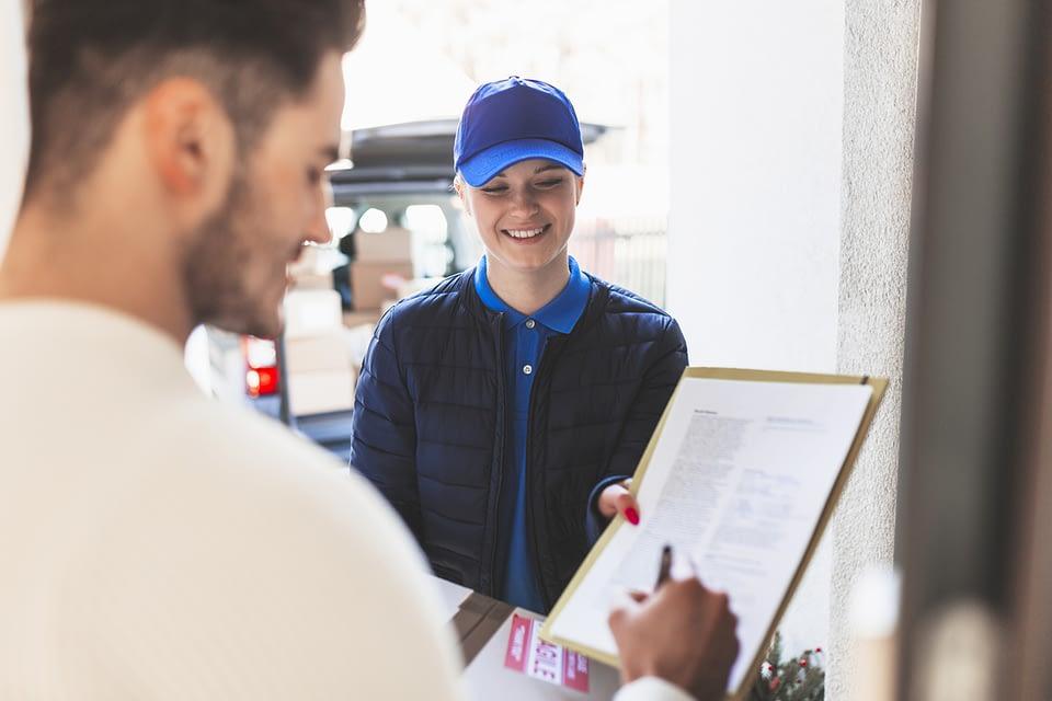 Você conhece a importância da fidelização de clientes no mercado atual? E como a logística pode ajudar a sua empresa nesse sentido? Entenda em nosso artigo.