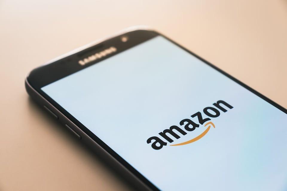 Você já ouviu falar na Amazon, não é mesmo? Saiba em nosso post como essa empresa se tornou uma gigante do setor e o que as empresas podem aprender com ela.